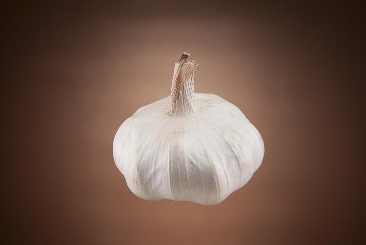 Food lighting setup for garlic by Adam Gasson