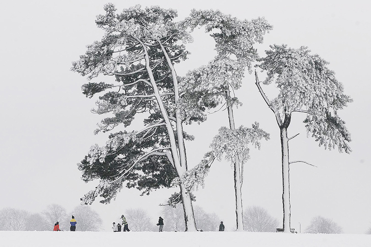 Snowball fight on Clifton Downs by Adam Gasson / SWNS.com